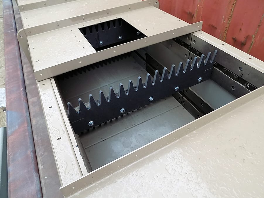 Drag Conveyor with Plastic Paddles