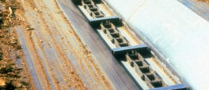 """Modern"" Drag Chain Conveyor with bars for lime recovery."